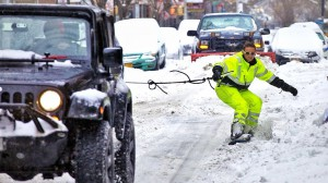 Jazda na snowboardzie ulicami Nowego Jorku.