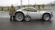 Zobacz jakie niesamowite cudo koleś zrobił z rozwalającym się samochodem!
