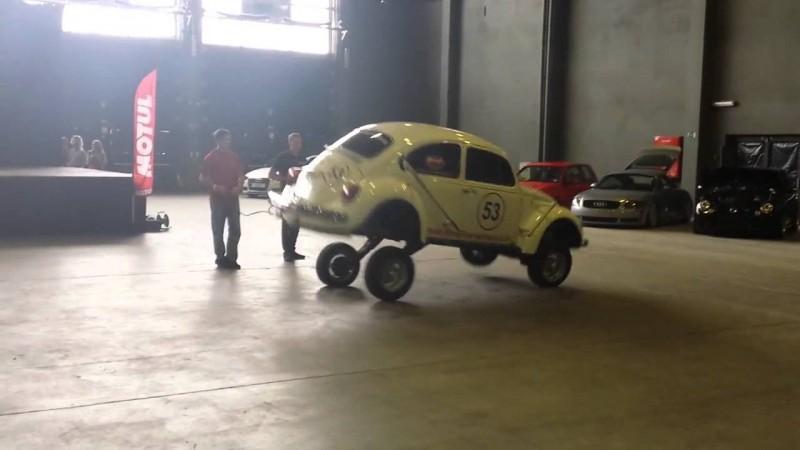 Skaczący Volkswagen Garbus