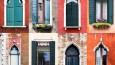 Artystka fotografuje okna w europejskich miasteczkach.
