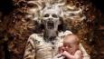 Kreatywny tata odtwarza ze swoimi córkami makabryczne sceny, znane z najstraszniejszych horrorów.