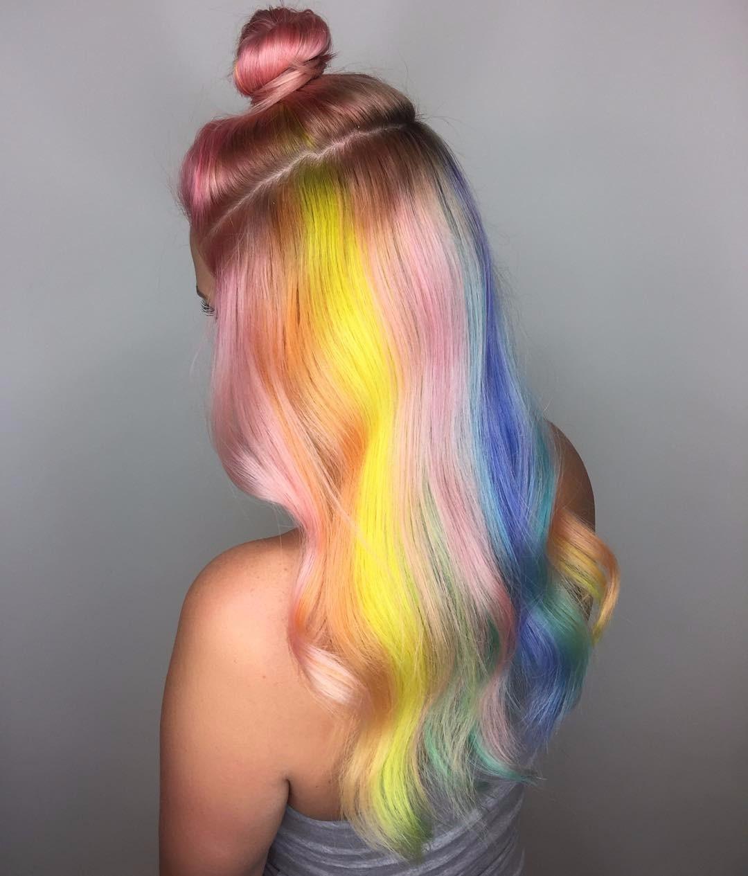 Как покрасить пряди волос в яркий цвет фото