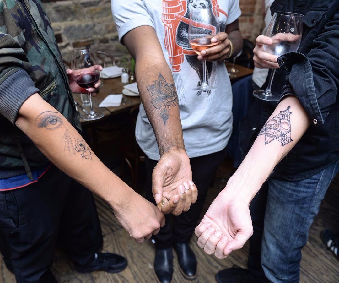 Tatuażysta Oferuje Darmowe Tatuaże Pod Warunkiem że To On