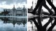 """""""Równoległe światy"""", czyli niezwykłe zdjęcia miasta w odbiciu... kałuży."""