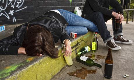 Teenagers-drinking-alcoho-006